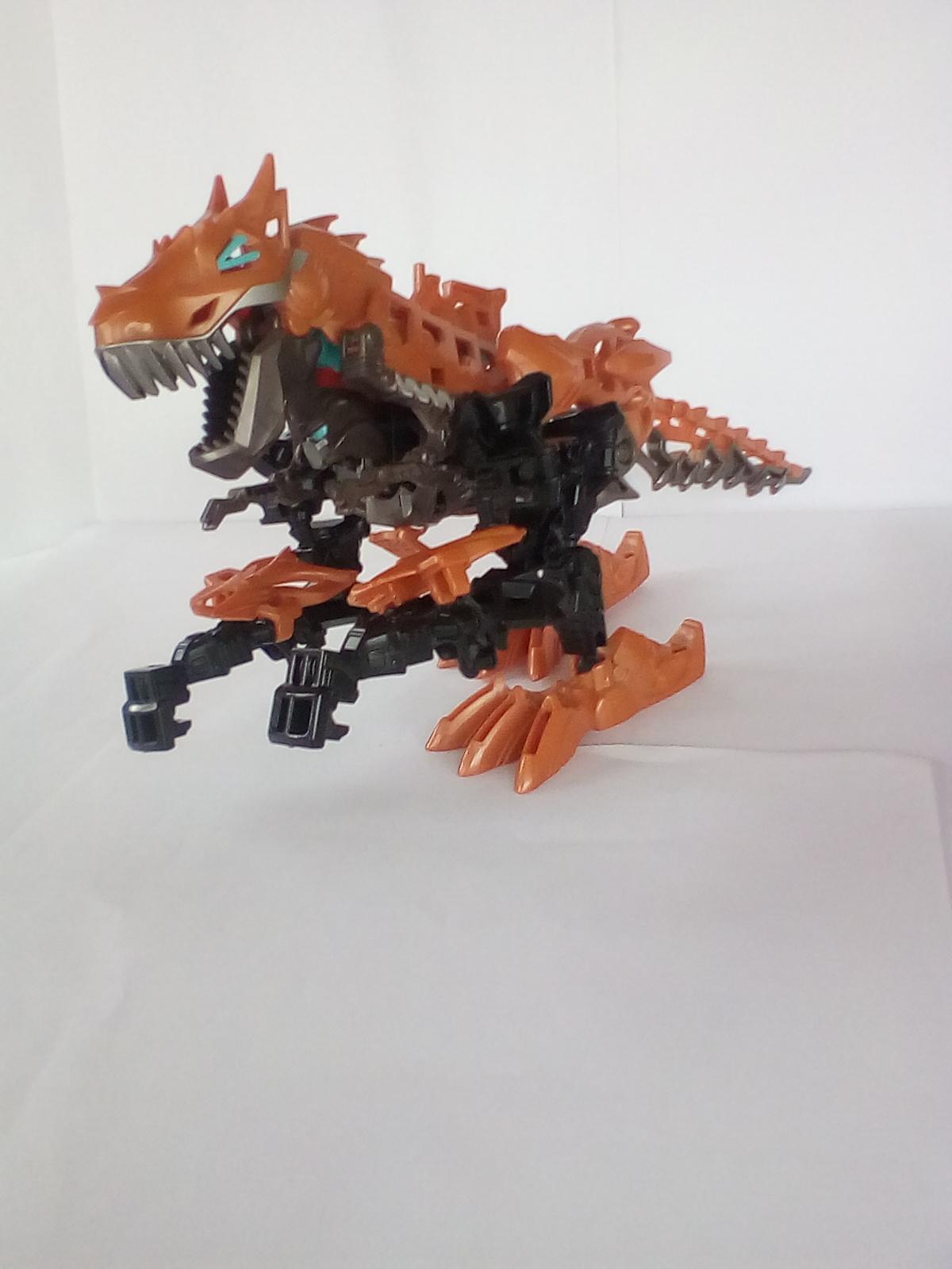 DinoBot caricaturizat