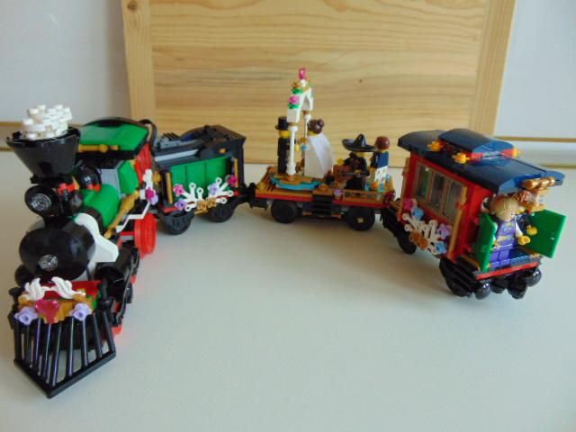 LEGO® MOC by Chyck: Trenuletul casatoriei