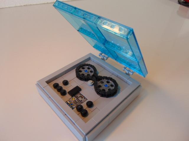 LEGO® MOC by Chyck: Magnetofon