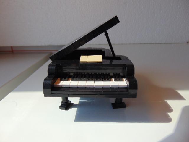 LEGO® MOC by Chyck: Pian cu coada (clasic)